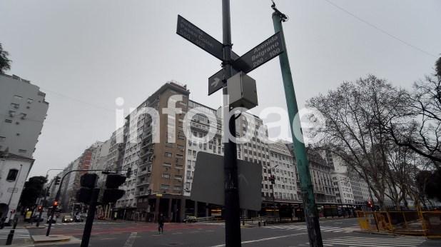 16. En la esquina de las avenidas Belgrano y Paseo Colon,el 23 de marzo de 2010 Glazman entregó US$ 1.248.000 de parte de Isolux