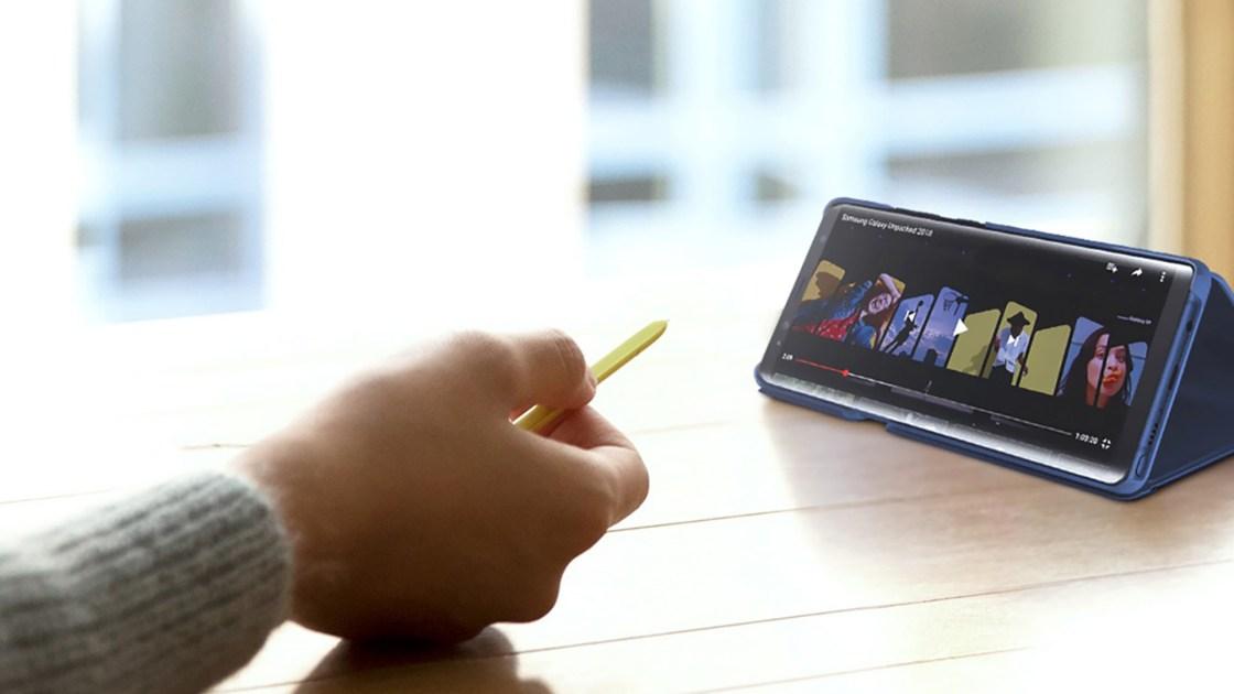El SPen puede servir como puntero para realizar una presentación con diapositivas o para pausar un video de YouTube.