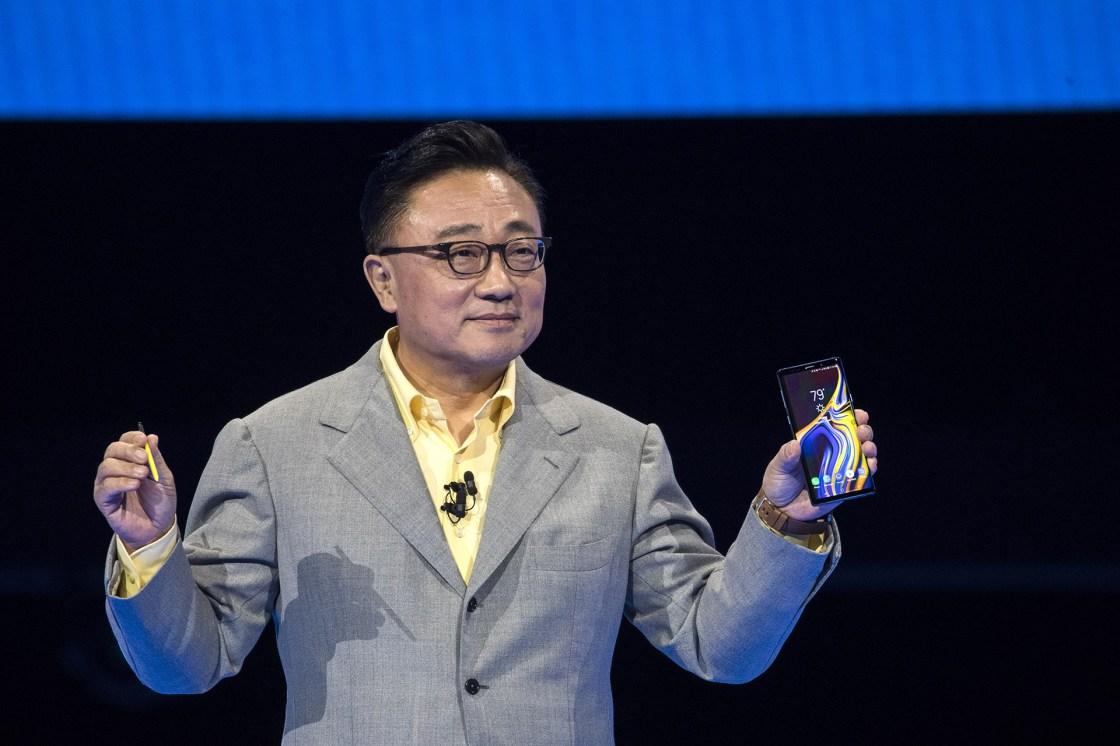 El Note 9 tiene una pantalla rectangular Super AMOLED (diodo orgánico de emisión de luz) de ángulos redondeados de 6.4″ (Drew Angerer/Getty Images/AFP).