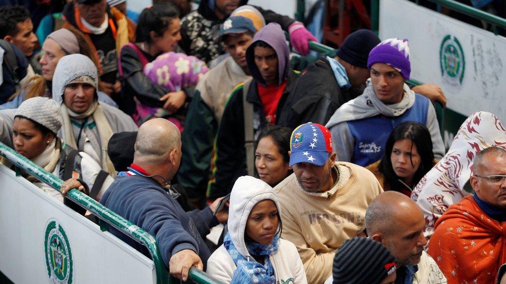 Miles de venezolanos huyen de su país (Reuters)