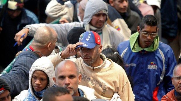 Miles de venezolanos huyen del país todos los días (Reuters)