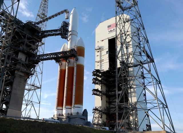 Un coheteDelta IV rocket en el Kennedy Space Center, Cabo Cañaveral. (AP Photo/John Raoux)
