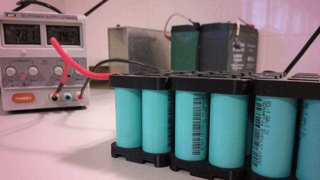 Aunque aún se investigan las causas del fuego, las autoridades de EEUU advirtieron del peligro de transportar baterías de litio en las bodegas (Foto: archivo)