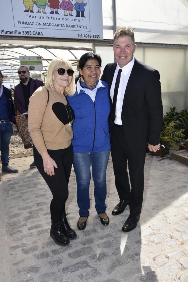 Claudia Villafañe y Fernando Burlando estuvieron junto a Margarita Barrientos en un almuerzo en el vagón La Tomasa, previo a la Cena Anual en La Rural