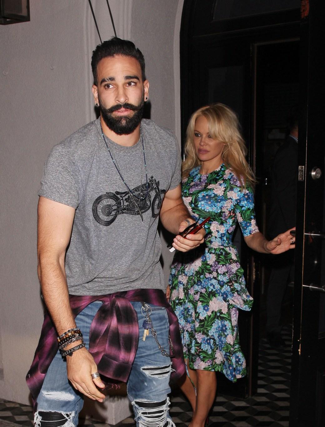 Adil Rami y Pamela Anderson (Grosby Group)