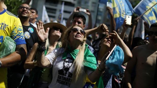 Algunos manifestantes utilizaron remeras con la cara de Bolsonaro (Reuters)