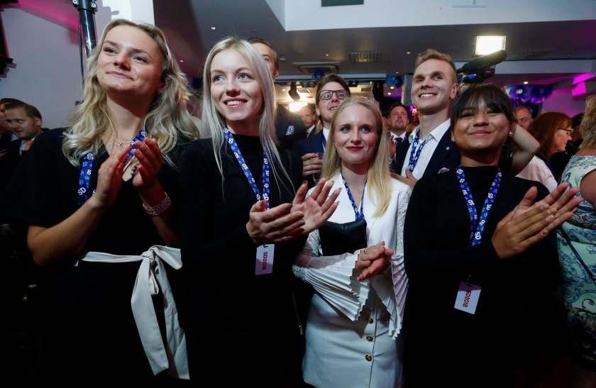 Militantes del Partido Demócrata durante la espera de los resultados. (REUTERS/Ints Kalnins)