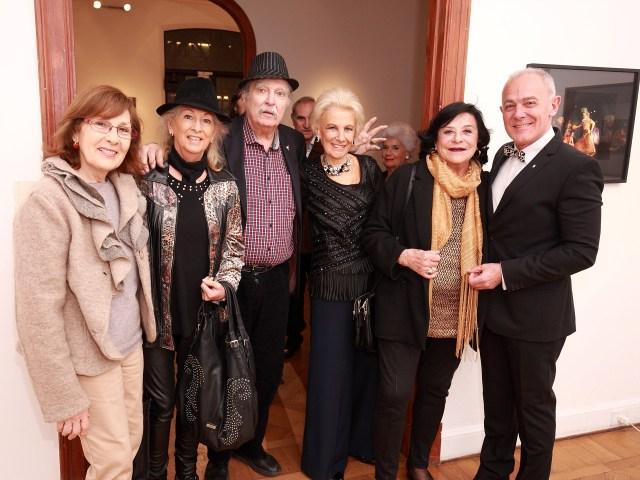 La arquitecta Griselda Ablin, la artista plástica Lily Brodesky, el arquitecto Edgardo Rodríguez, Luchi Szerman, la escritora Martha Wolff y Martin Wullich