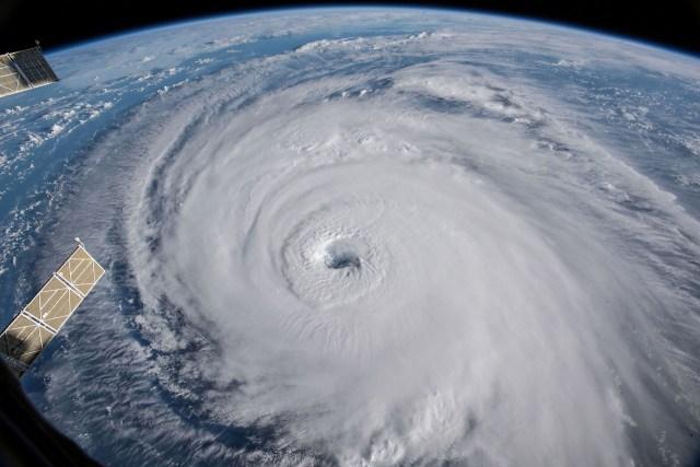 Vista del huracán Florence en el Océano Atlántico yendo hacia la costa este de los Estados Unidos, tomada por cámaras de la Estación Espacial Internacional (REUTERS)