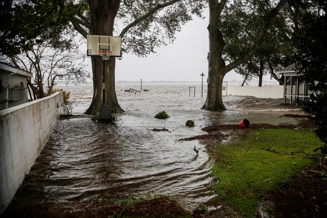 El ojo del huracán Florence toca tierra cerca de Wrightsville Beach, Carolina del Norte, con fuerza de categoría 1.