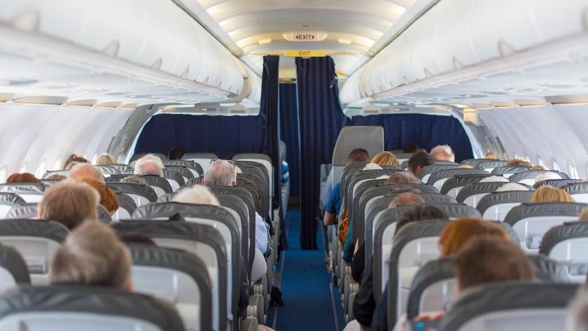 Para poner más asientos por vuelo, se redujo el espacio para las piernas y el tamaño de los baños.
