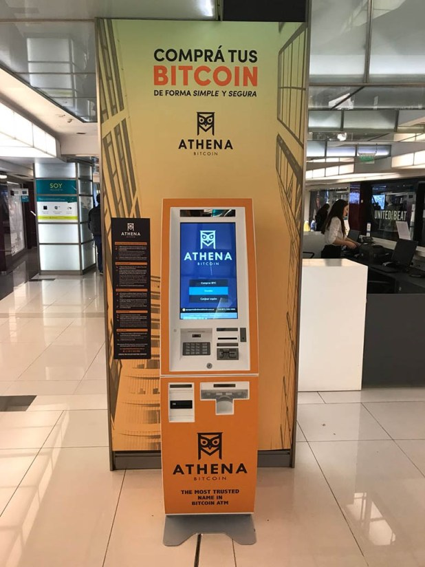 El cajero automático en Recoleta es uno de los 12 que trajo la empresa al país (Athena)