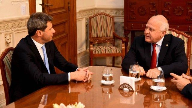 El gobernador de San Juan, Sergio Uñac, junto al mandatario santafecino, Miguel Lifschitz