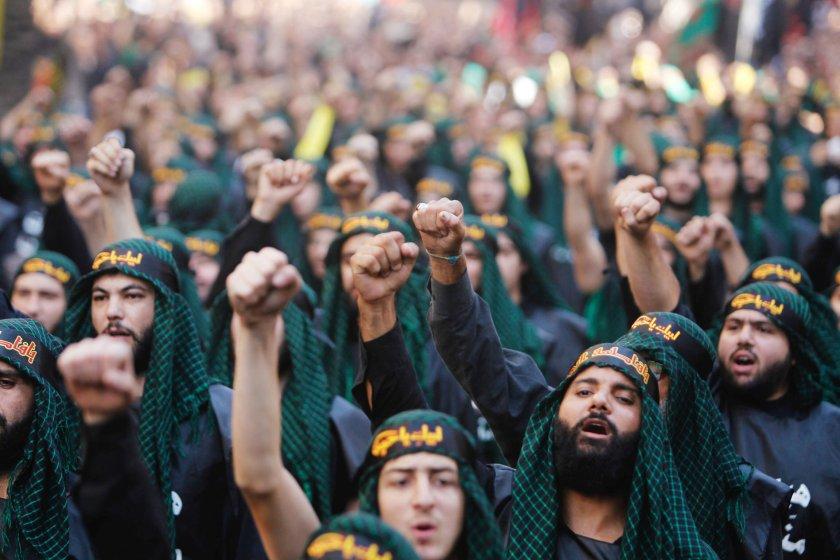 Seguidores del grupo terrorista exclaman proclamas en Beirut (Reuters)