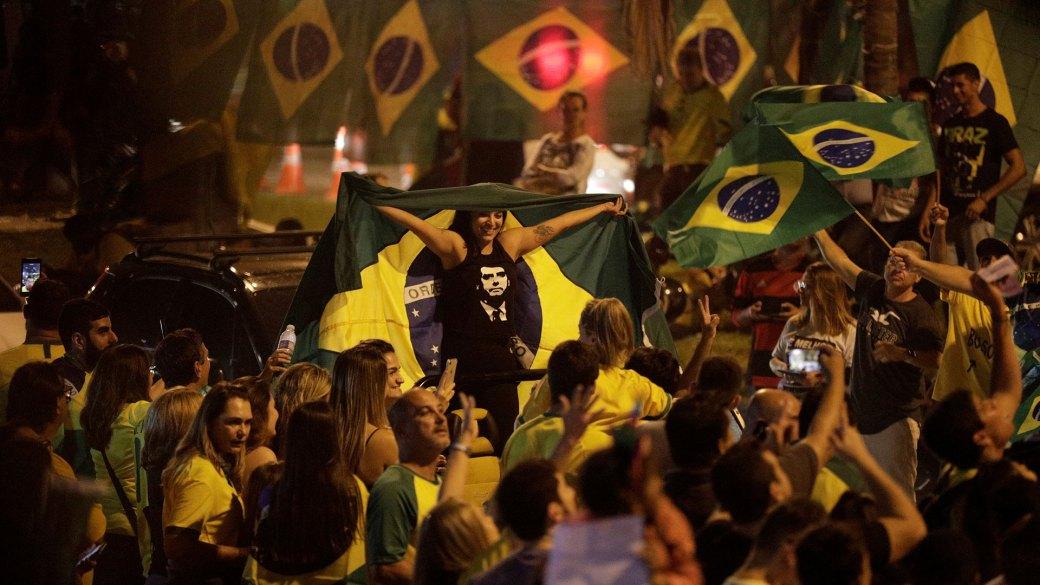 Simpatizantes de Bolsonaro festejan el desempeño de su candidato