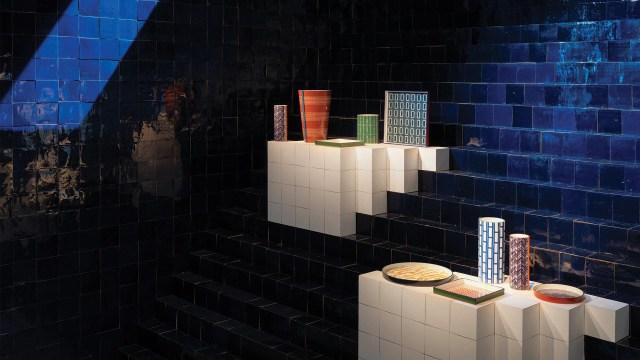La única forma recurrente, el cuadrado, el hilo conductor de la exposición y de las colecciones
