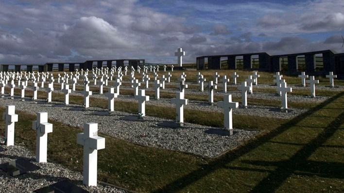 Cementerio de Darwin: 105 de los 122 cuerpos no identificados ya recuperaron su nombre en el marco del Plan Proyecto Humanitario