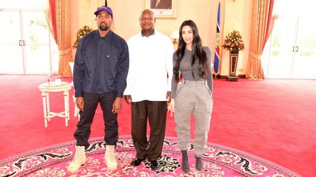 Kanye West y Kim Kardashian posan conYoweri Museveni