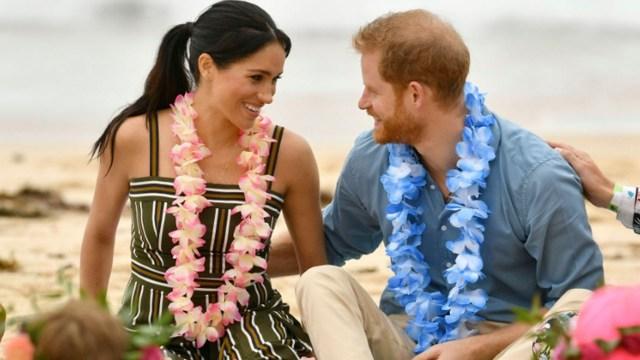 Meghan Markle y el príncipe Harry se muestran cariñosos en público (AFP)