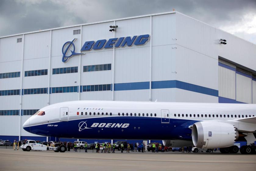 El nuevo Boeing 787-10 Dreamliner frente a la sede de la compañía en Carolina del Sur (REUTERS/Randall Hill)