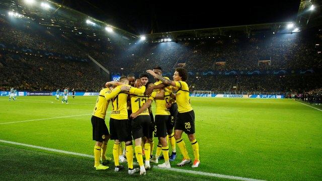 El Borussia Dortmund, líder de la Bundesliga, aspira a avanzar en la Champions League (Reuters)