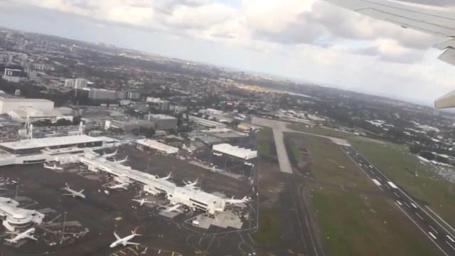 El avión subió de golpe, para evitar una colisión
