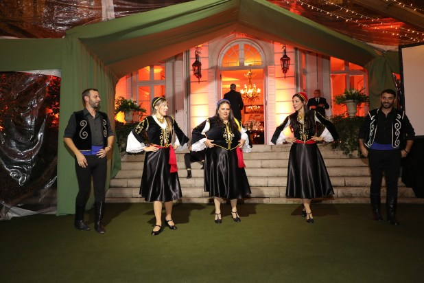 Y también disfrutaron de danzas griegas