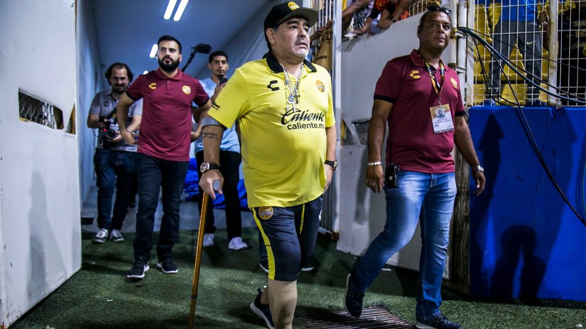 El año pasado debió utilizar bastón por el problema en la rodilla (AFP)