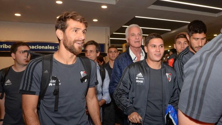 Ponzio y el colombiano Quintero le sonríen a la gente (Julieta Ferrario)