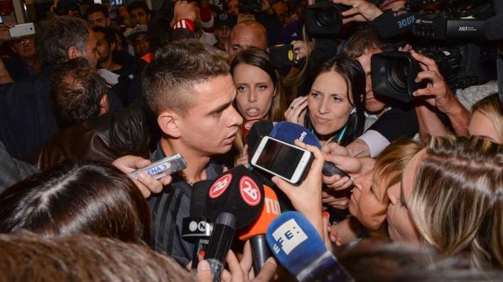 A Borré lo detuvieron los medios y respondió algunas preguntas (Julieta Ferrario)