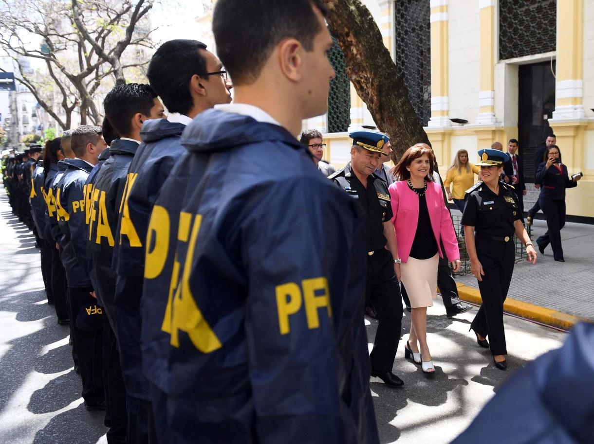 El Gobierno adiestrará a las fuerzas de seguridad en los nuevos lineamientos de la doctrina que impulsa Patricia Bullrich en torno al uso de armas de fuego.(Maximiliano Luna)