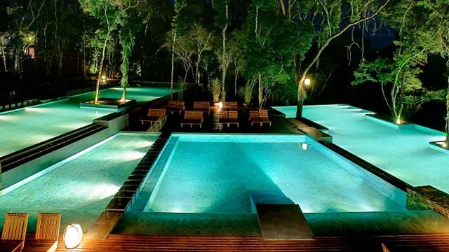 Las imponentes piscinas de Loi Suites Iguazú.