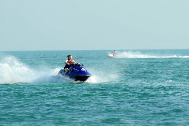 """Por la tarde las olas bajan y el mar se """"limpia"""", lo que permite ir más rápido y sin golpes sobre las motos de agua."""