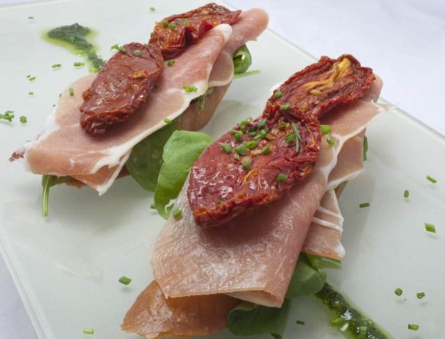 Los baccari esperan con propuestas por pocos euros. Aunque para los venecianos es el lugar del aperitivo, se puede comer como local y muy económico