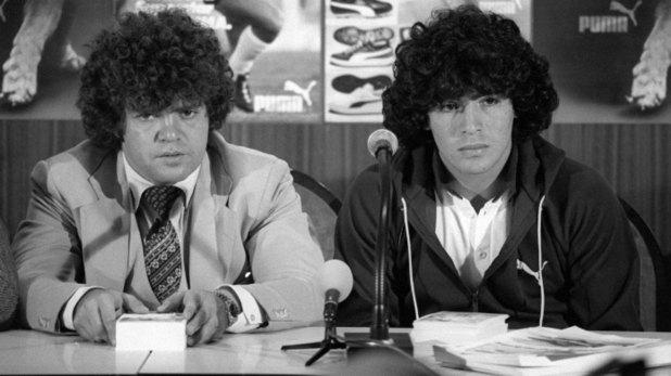El astro Diego Armando Maradona junto a su entonces mánager, Jorge Cyterszpiler.