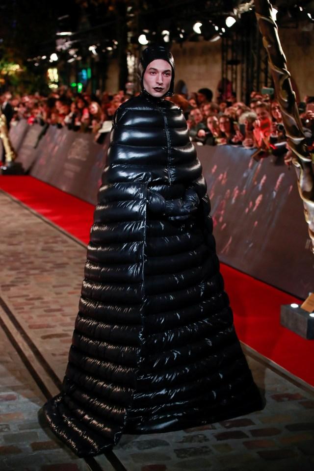 Ezra Miller llevó el look más extravagante de la red carpet