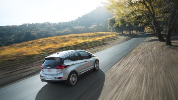 Chevrolet Bolt EV, con 30 minutos de carga ofrece 145 kilómetros de autonomía (recarga rápida).