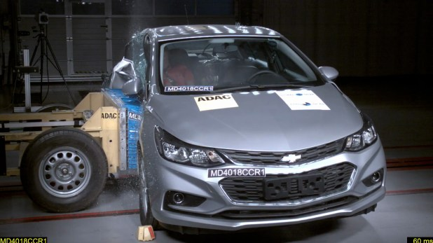 El Cruze en el momento que fue sometido a la prueba de impacto lateral. Fotos: Latin NCAP