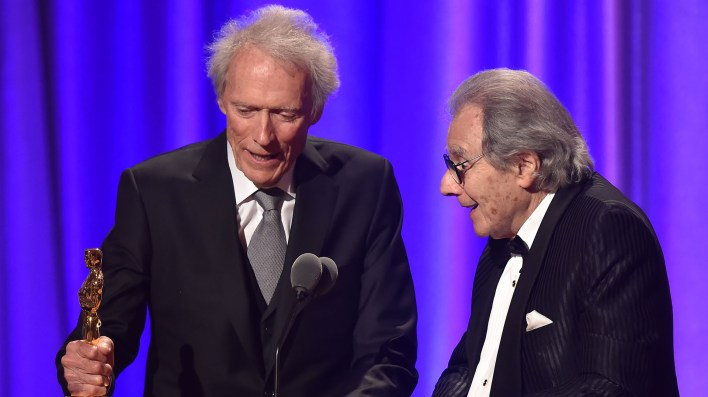 Eastwood presentó a Schifrin con cariño (Robyn BECK / AFP)