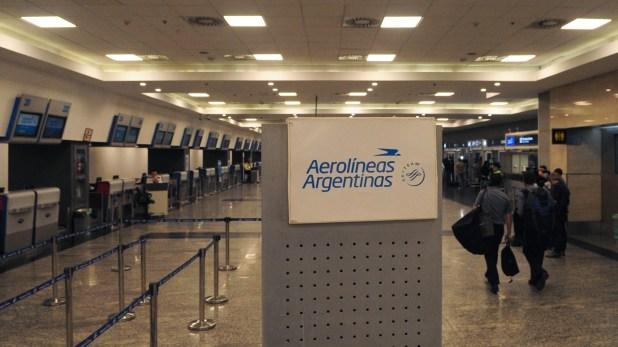 Aerolíneas Argentinas anunció la cancelación de todos sus vuelos