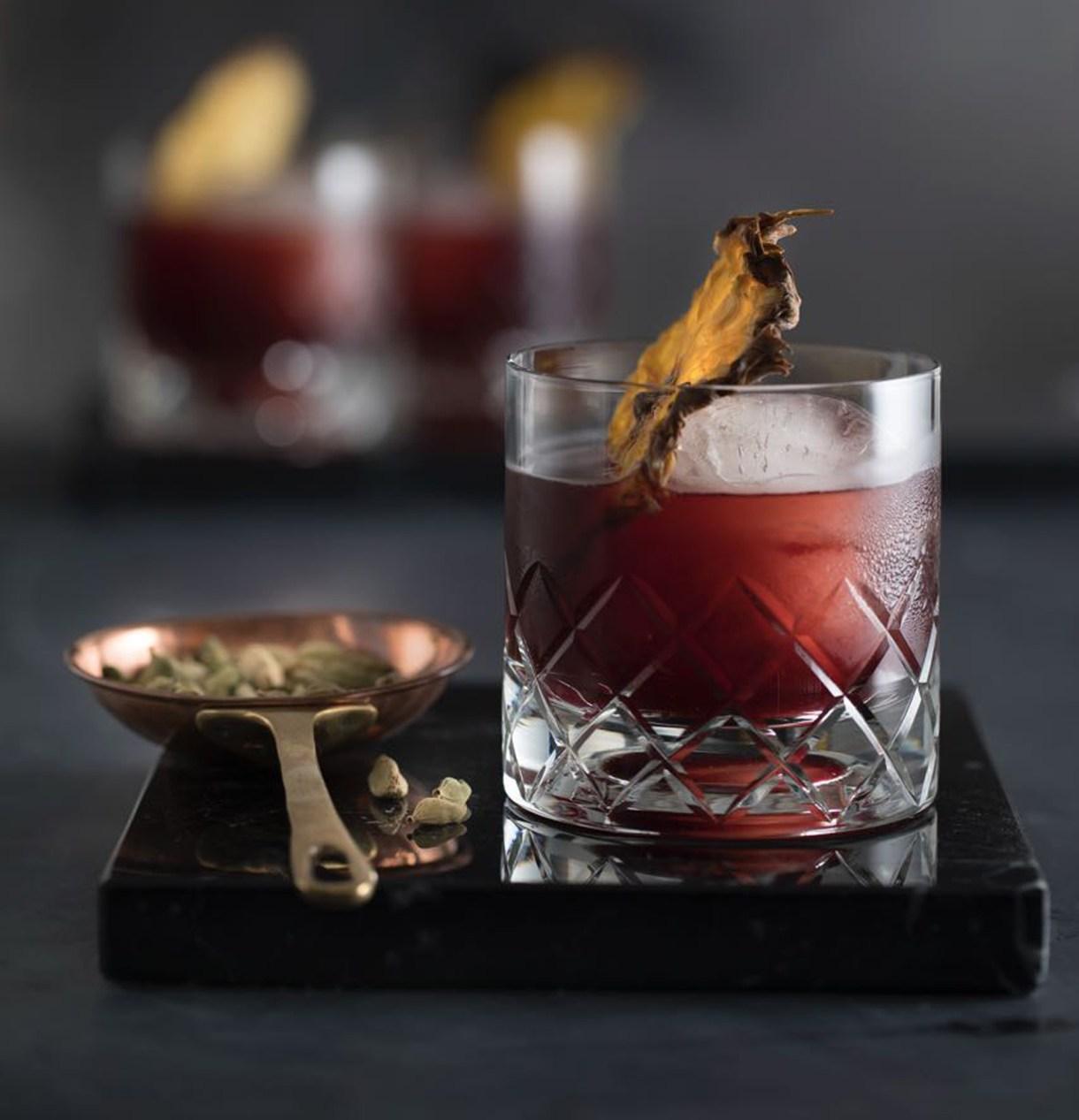 El vino tinto también puede ser un gran aliado para preparar un cocktail