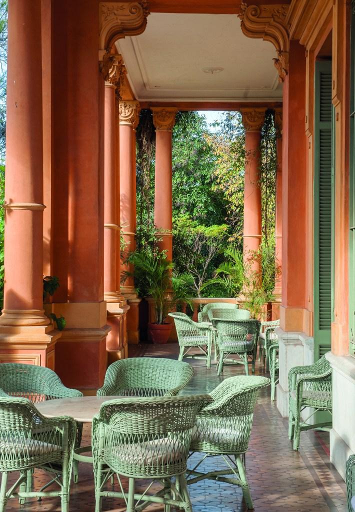 Una de las galerías exteriores de la imponente Villa Ocampo (Fabio Grementieri)