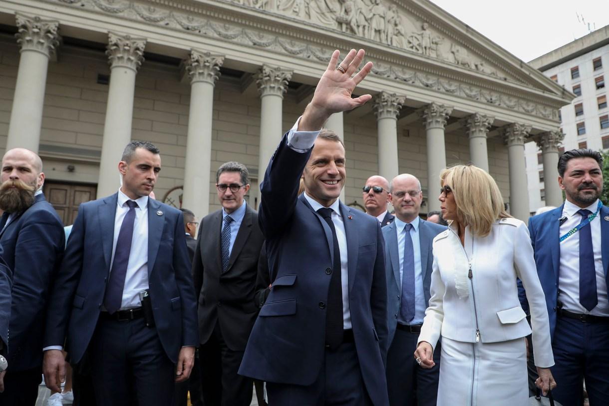 Macron a la salida de la Catedral Metropolitana(AFP)
