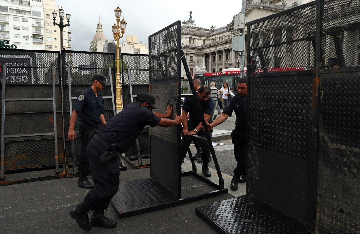 El centro porteño está prácticamente paralizado por el operativo de seguridad (Reuters)