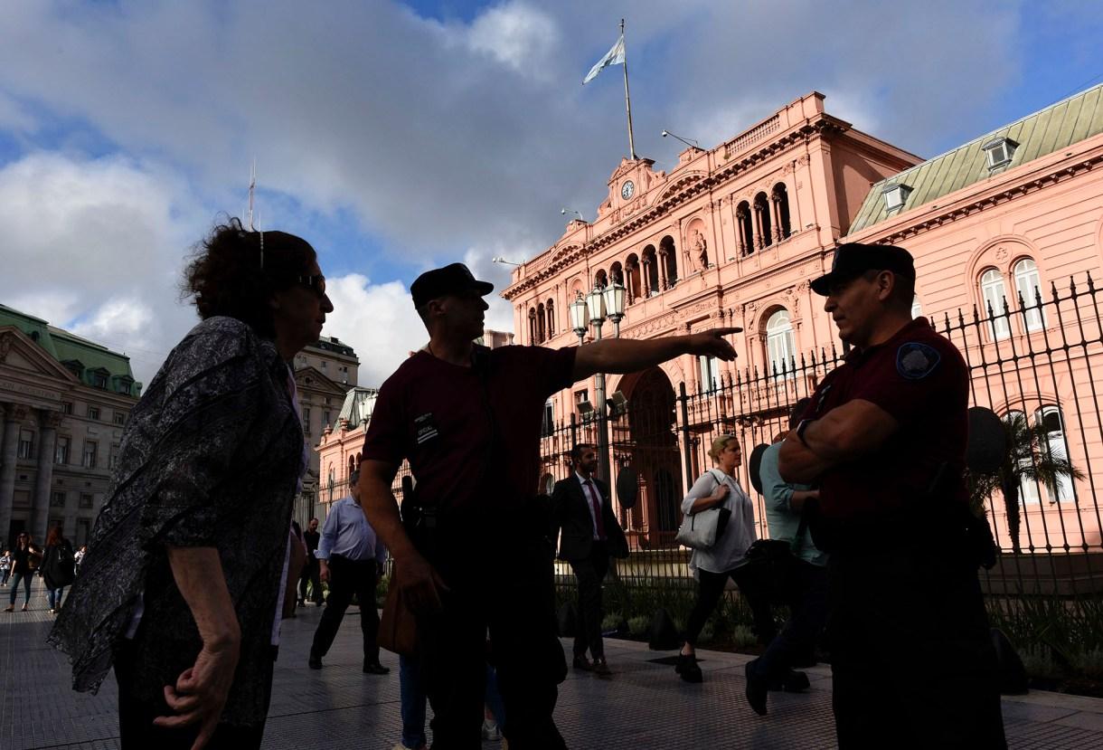 Se reforzó la seguridad frente a la Casa Rosada (AP)