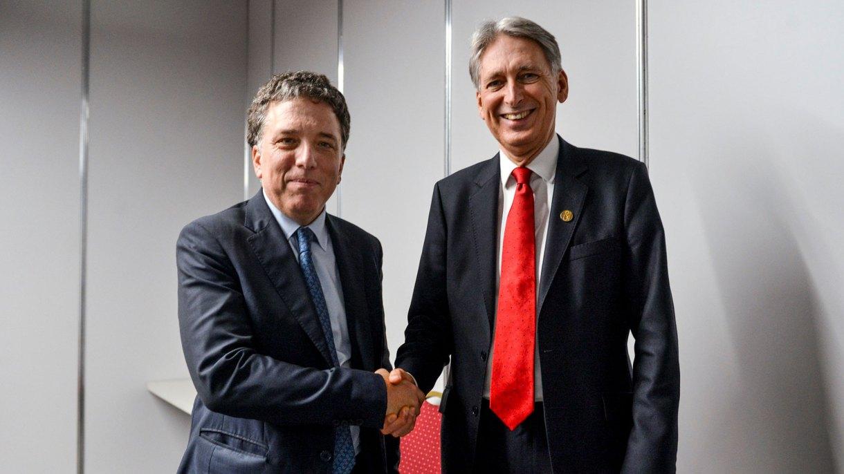 Nicolás Dujovne y Philip Hammond