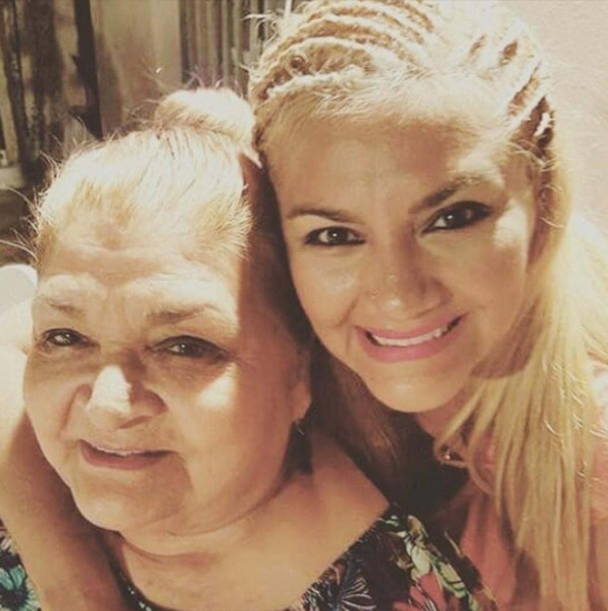 """Gladys con su mamá, Adela, quien atraviesa un delicado estado de salud. """"Recen por ella"""", pidió la cantante (Instagram)"""