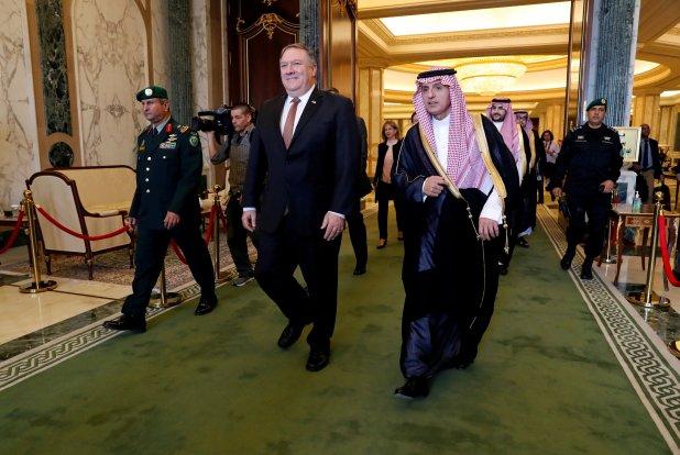 Mike Pompeo y Adel al Jubeir en Riad el October 16, 2018. (REUTERS/Leah Millis/Pool)