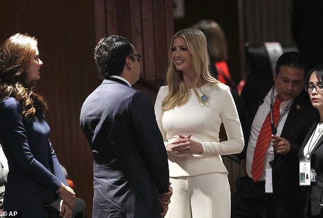 El hijo del presidente de México, Andrés Manuel López Jr le dio la bienvenida personalmente (Foto: AP)