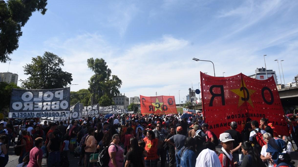 Los manifestantes están cerca de la estación Constitución (Manuel Cortina)